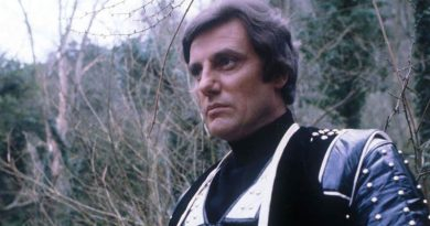 Paul Darrow as Avon